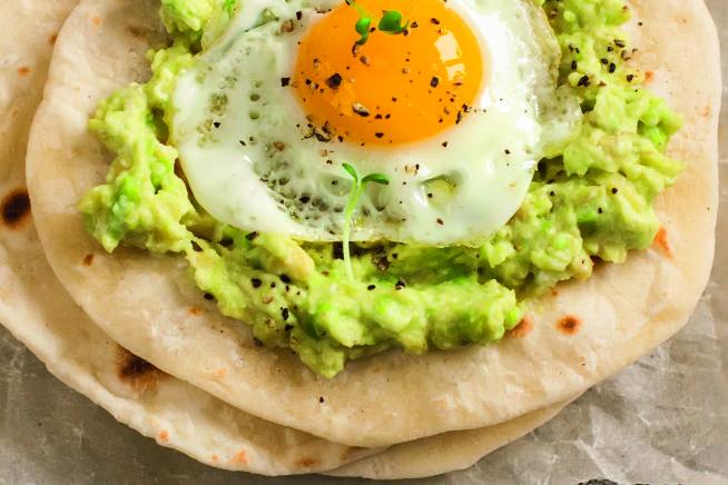taco com ovo e guacamole