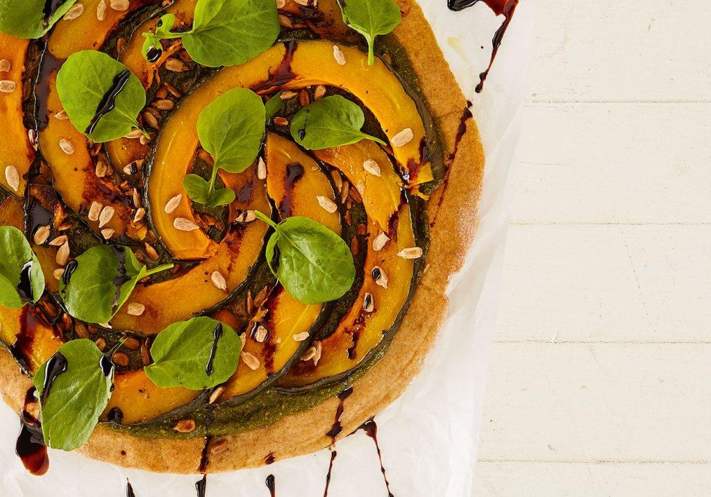 Pizza de abóbora com manjericão