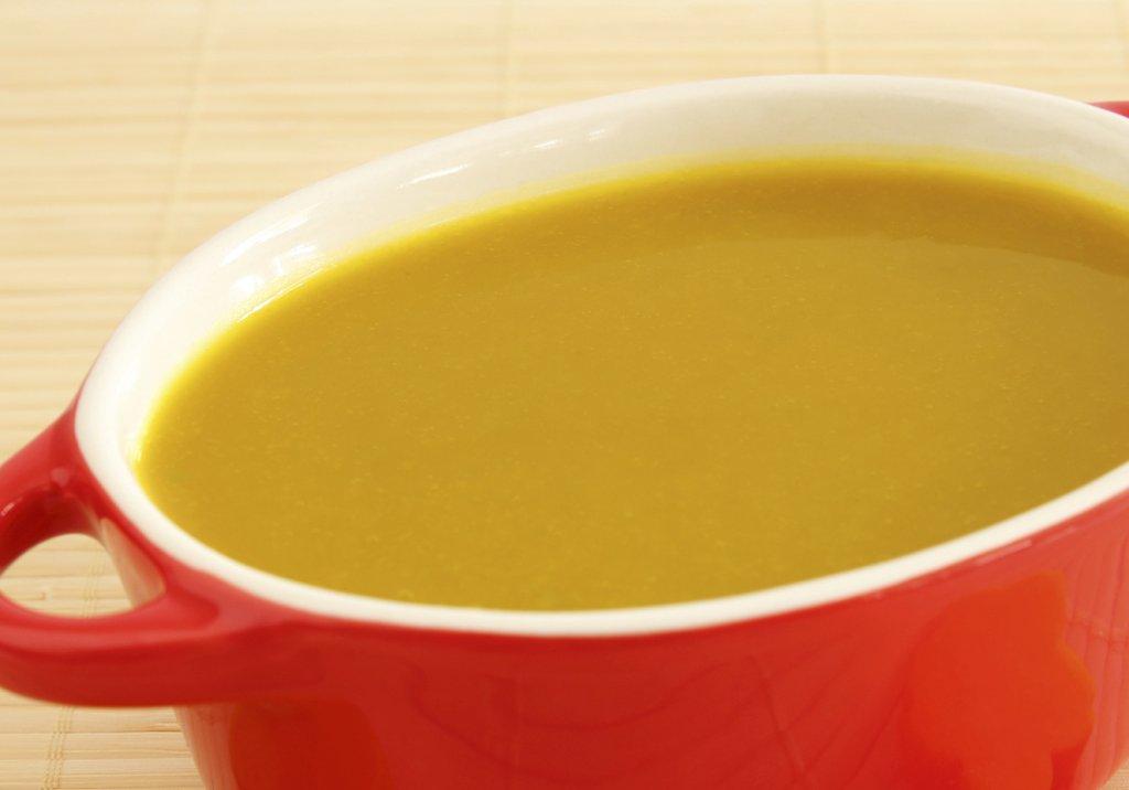 Sopa antibarriga de abóbora, couve e gengibre