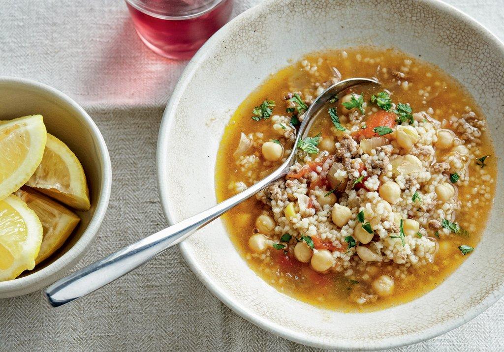 Sopa com quinua e grão-de-bico