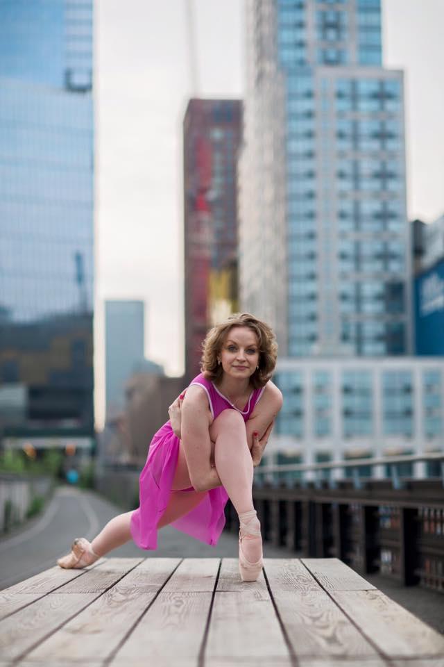 Maggie Kudirka dançando