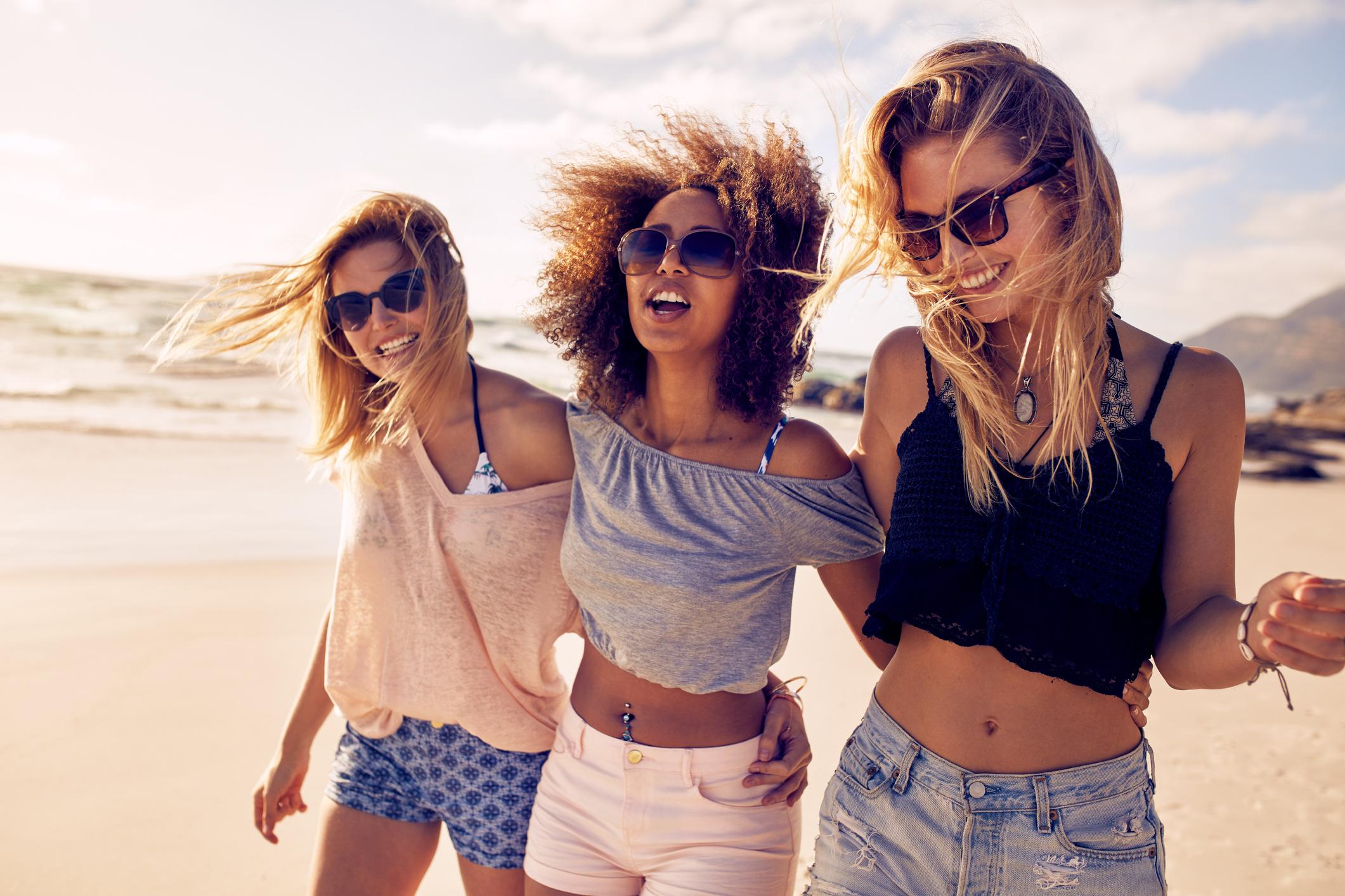 Três amigas na praia