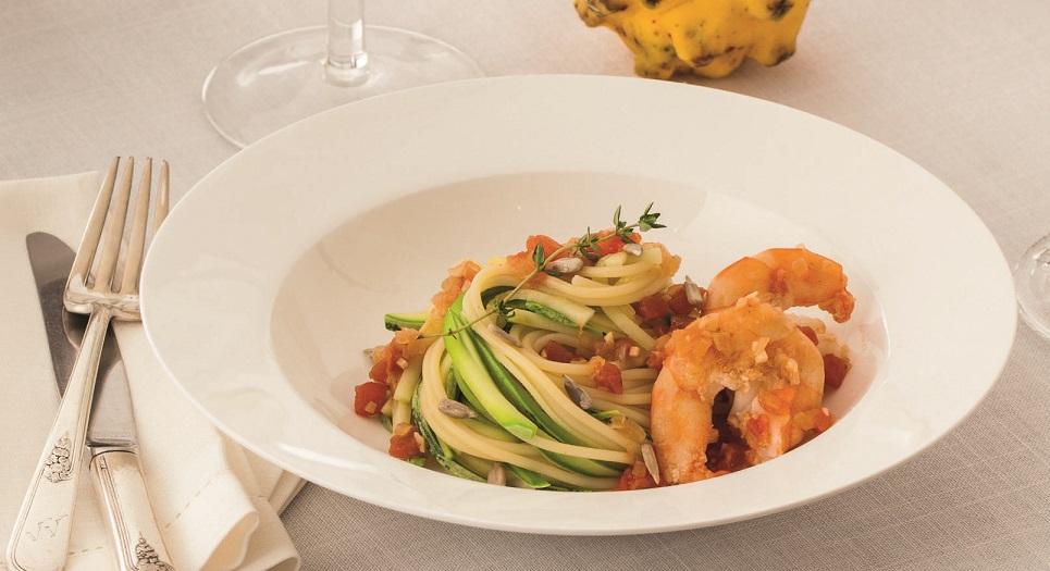 Espaguete sem glúten com camarão
