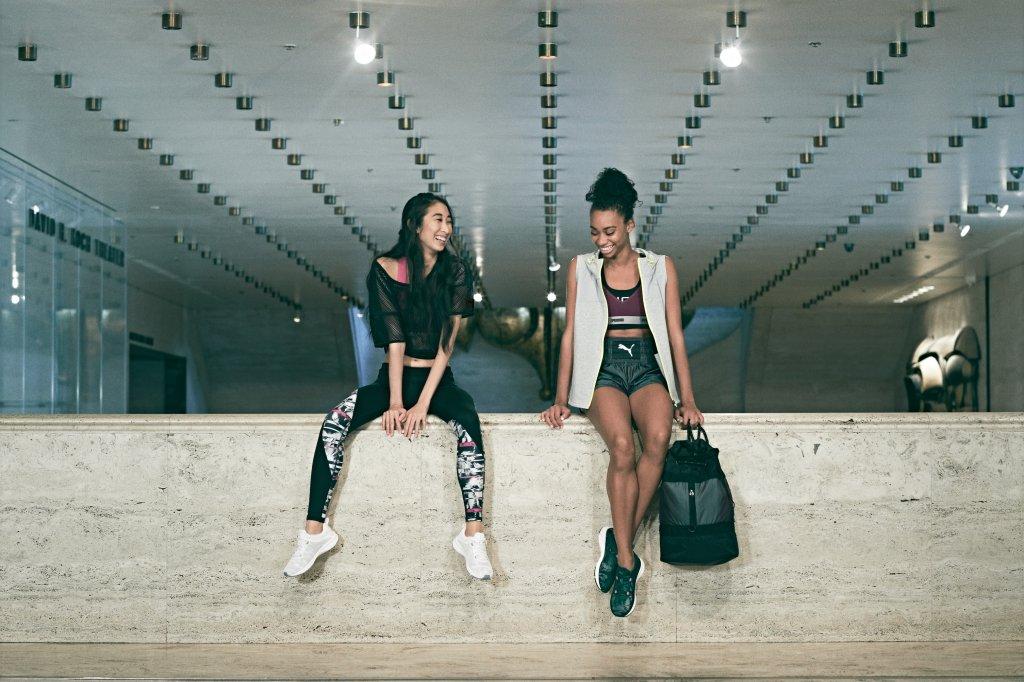 Modelos posam com os produtos da nova linha da marca Puma, a Swan Pack.