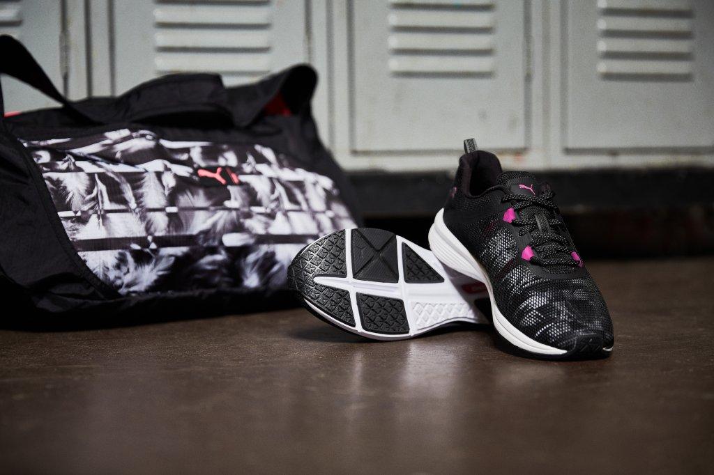 Tênis e mochila da linha Swan Pack, da marca Puma.