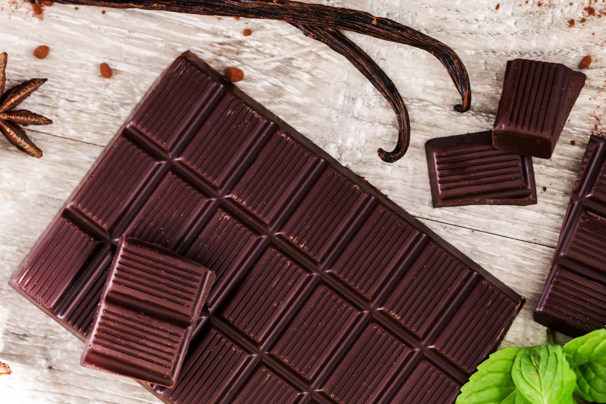 Barra de chocolate amargo e seus benefícios