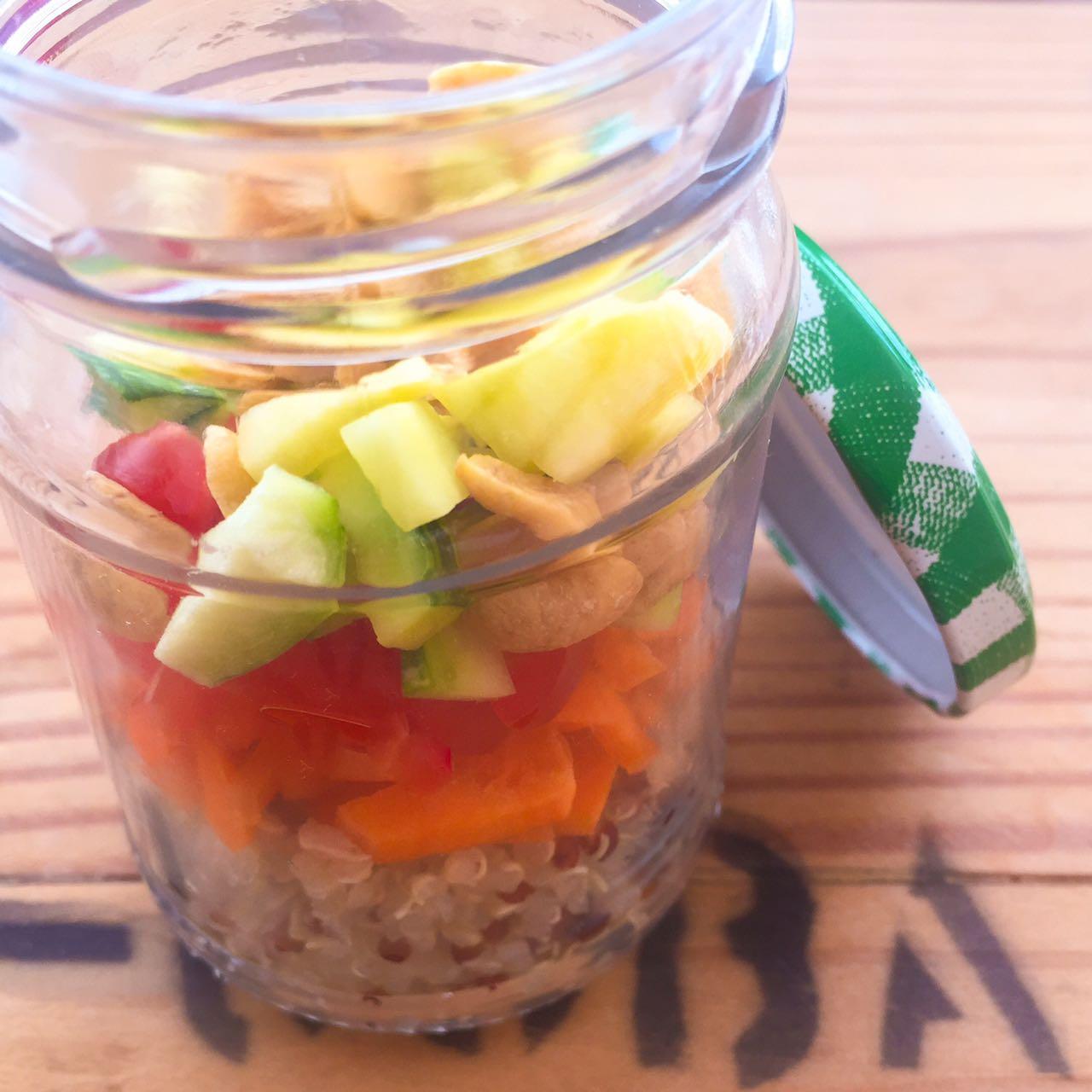 Salada de quinua no pote