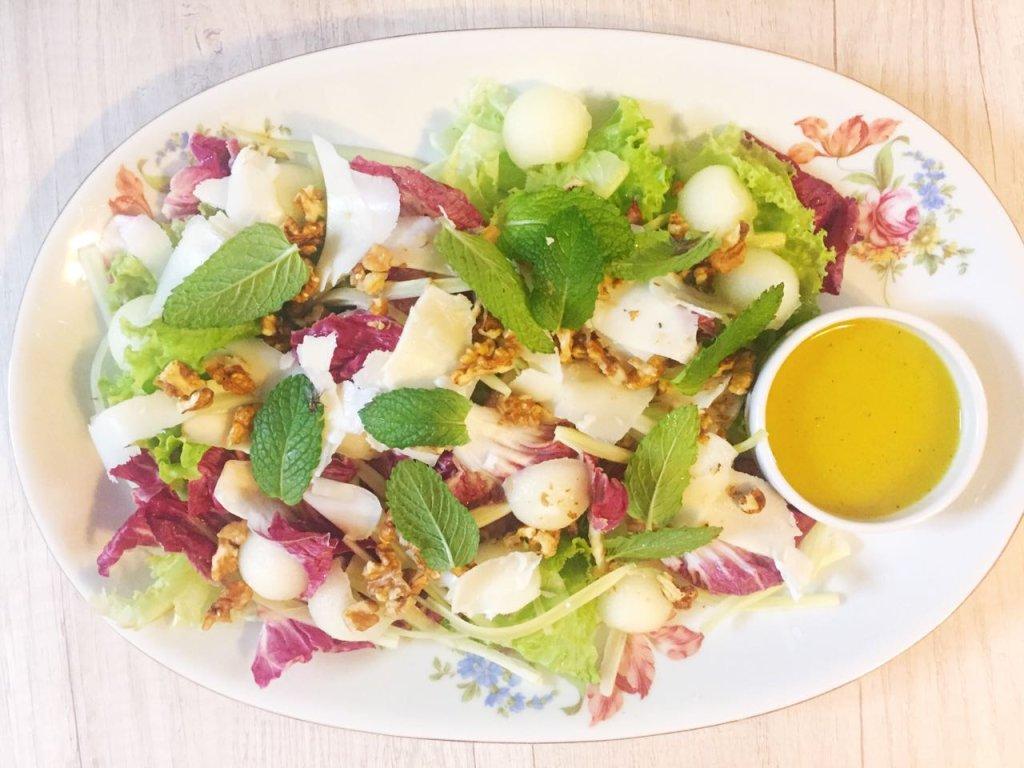 Salada de erva-doce com queijo de cabra e melão