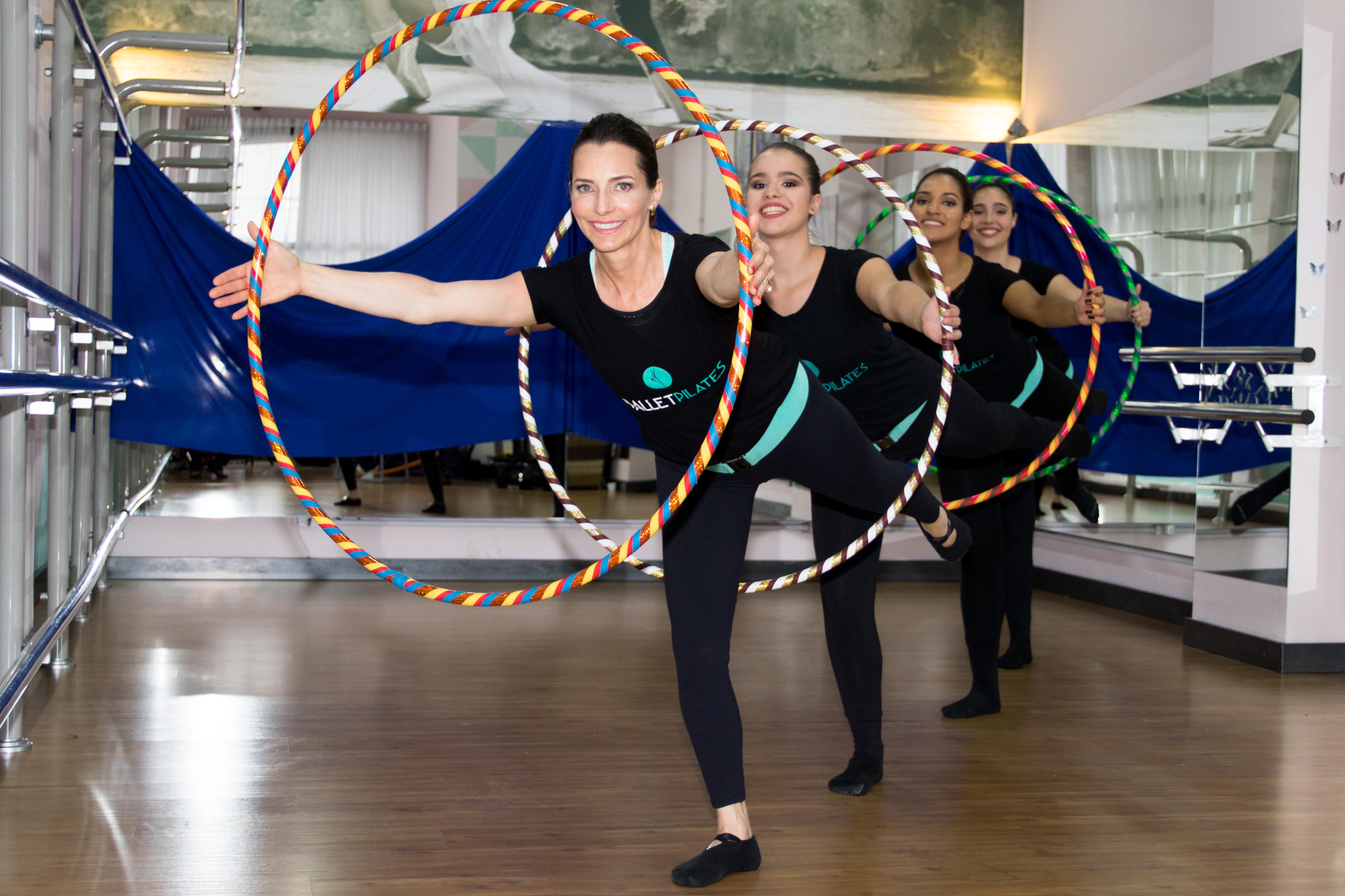 Alunas do ballet pilates usando o bamballet