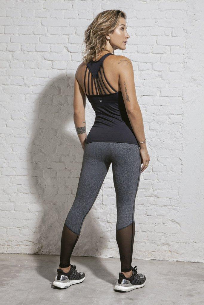 Gabriela Pugliesi veste blusa e legging da coleção BOA FORMA para Alekta
