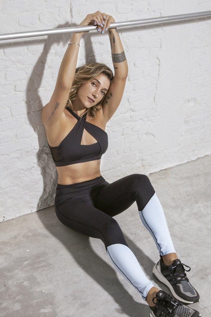 Gabriela Pugliesi veste top e legging da coleção BOA FORMA para Alekta