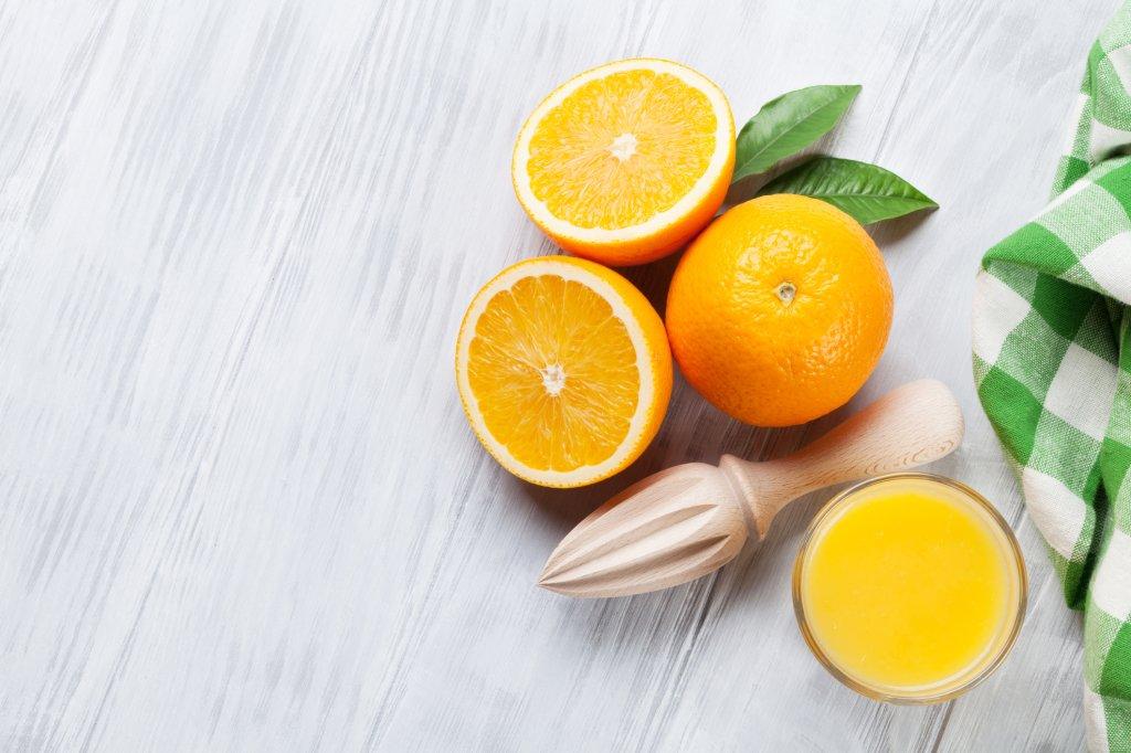 laranjas e suco de laranja