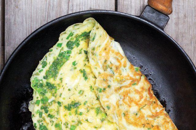 Omelete com ervas frescas