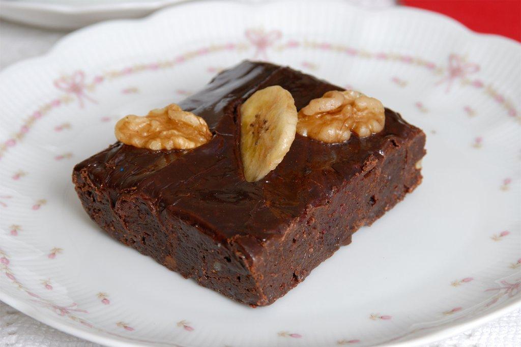 Brownie vegano de banana e nozes