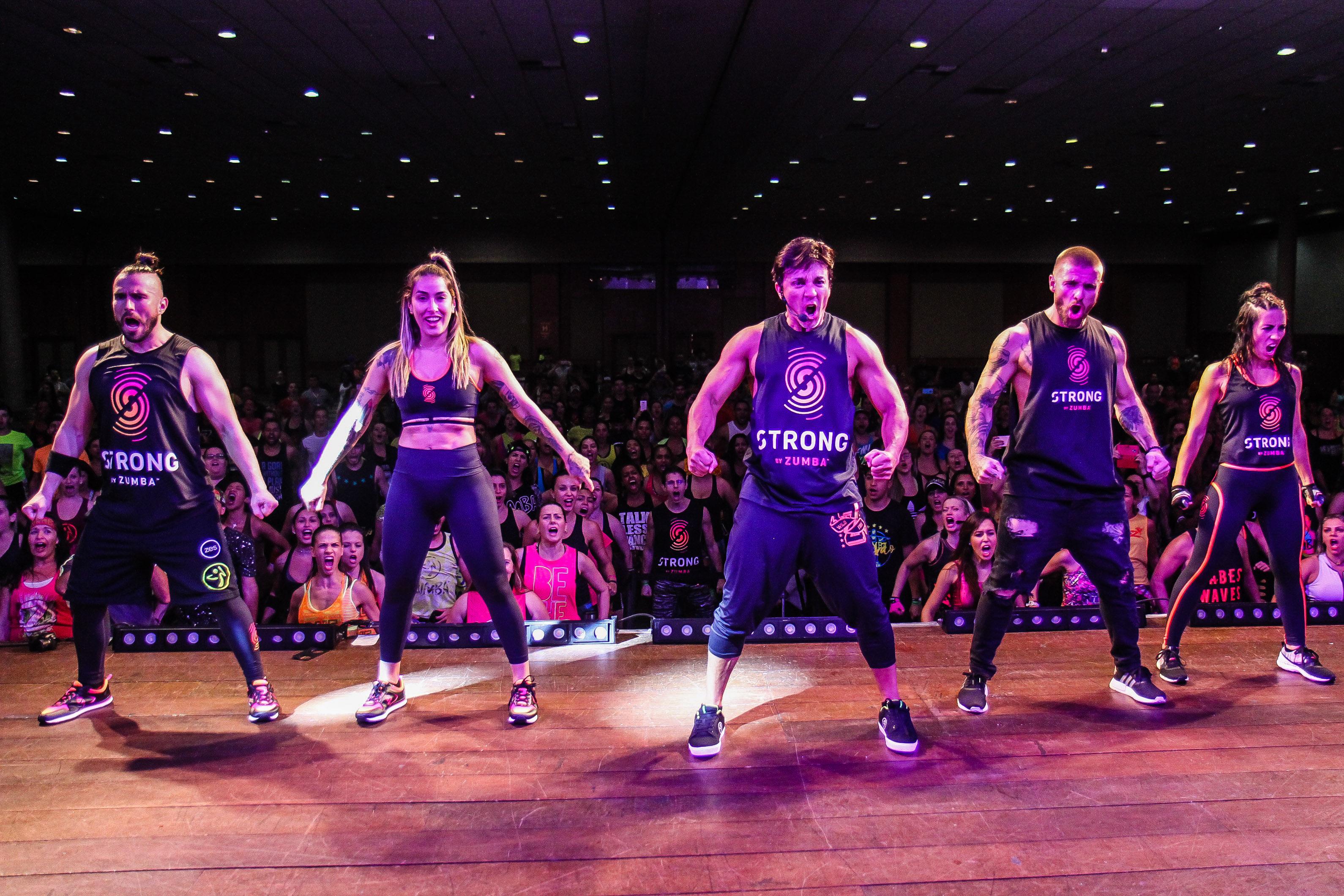 Aula Strong By Zumba na Fitness Brasil