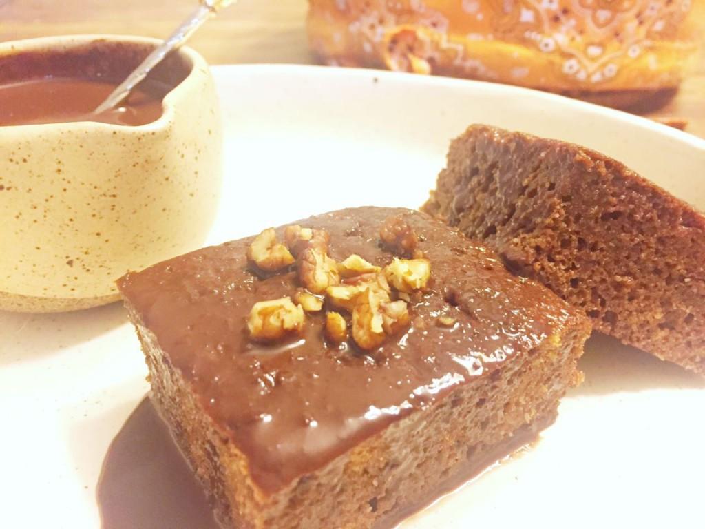Bolo de chocolate e coco low carb de frigideira