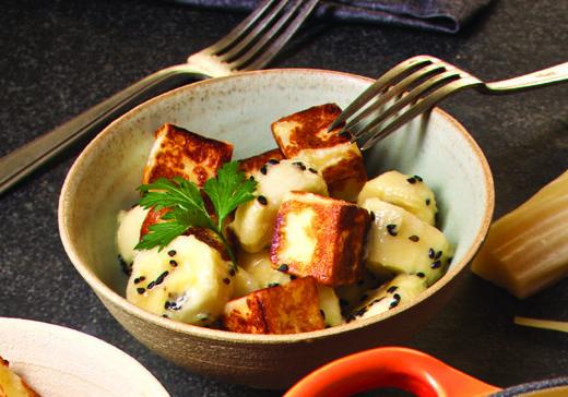 Salada de banana e queijo coalho
