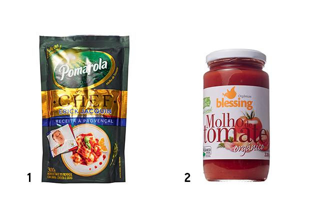 Duas embalagens de molho de tomate das marcas Pomarola e Blessing