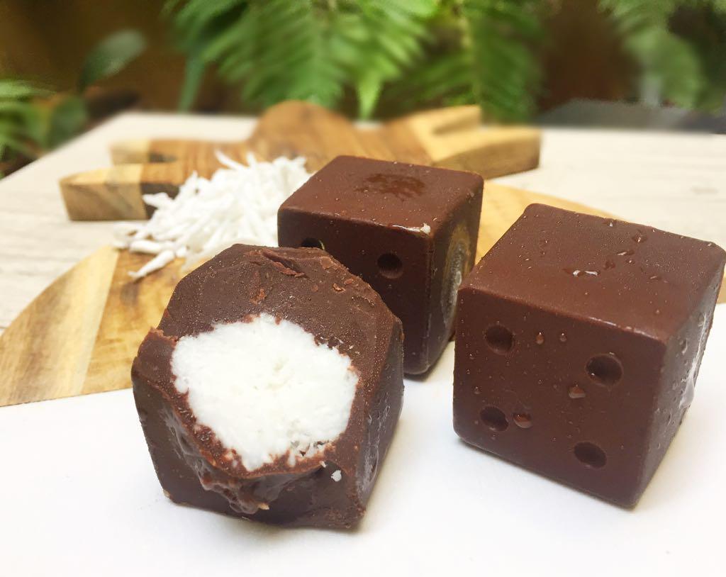 Dadinho de chocolate com coco
