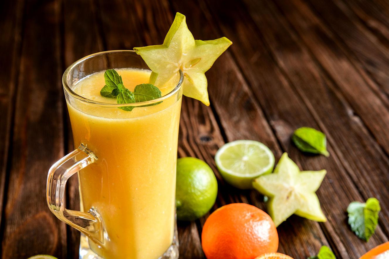 Suco de laranja e carambola