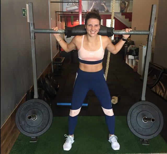 daniela bernardi treinando strong funcional