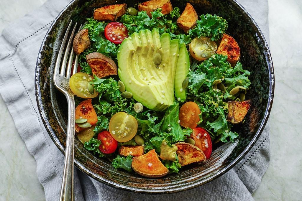 Salada de abacate e tomate