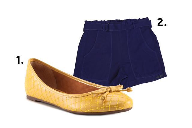 Sapatilha amarela e shortinho azul-marinho
