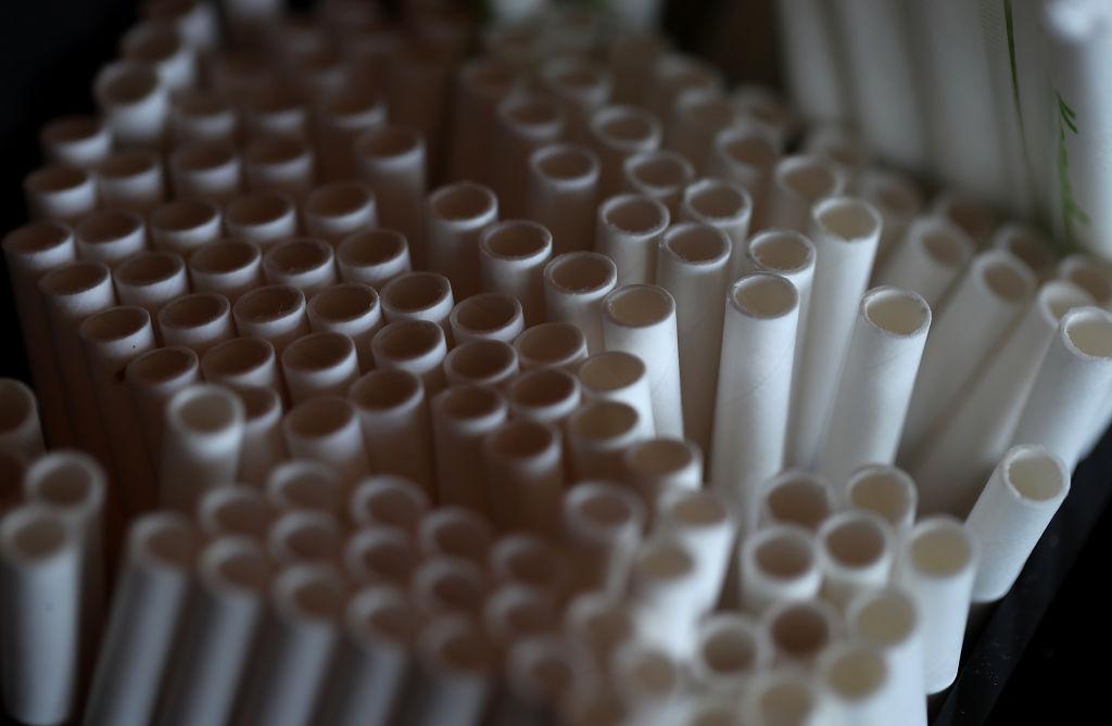 por que parar de usar canudos de plástico