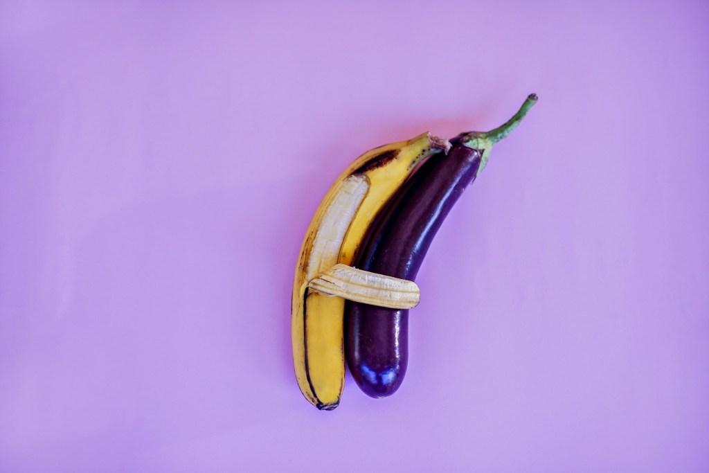 Banana: vitaminas do complexo B, zinco e magnésio auxiliam na produção de hormônios sexuais