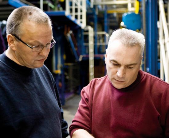 Engenharia em Tecnologia Têxtil e Idumentária - São as técnicas e os conhecimentos utilizados na fabricação e no tratamento de fibras, fios e tecidos e na confecção de roupas.