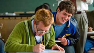 Em 2009, mais de 4 400 estudantes foram punidos por colar em provas oficiais na Inglaterra; Foto: Getty Images