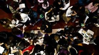 Estudantes na Feira de Profissões do Guia 2009 / Foto: Galeria Experiência