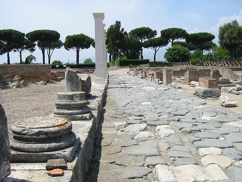 800px-Minturno_Via-Appia