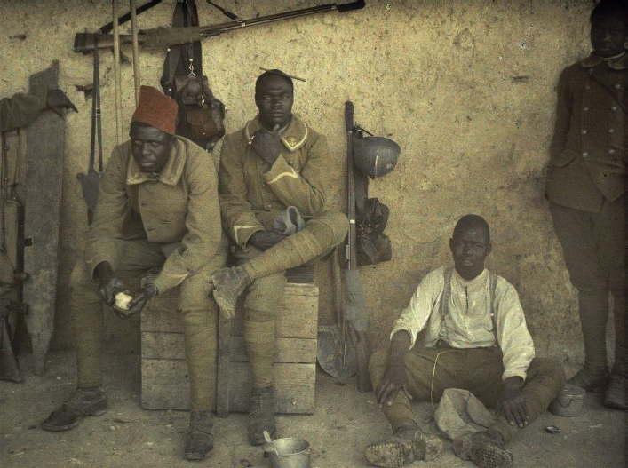 Grupo de soldados do Senegal, então colônia francesa, na Áustria (foto: worldwaronecolorphotos.com)