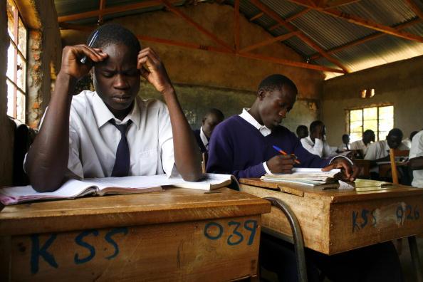 Estudantes de uma escola localizada no Kênia (Imagem: Getty Images)