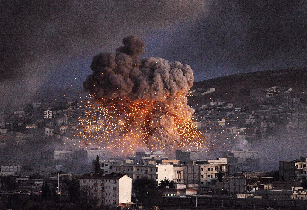 Explosão na cidade de Kobani, na Síria, onde milícias curdas e o Estado Islâmico estão em conflito (foto: Gokhan Sahin/Getty Images)