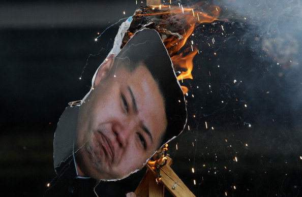 Representação do líder Kim Jong-un em um protesto realizado em Seul, capital da Coreia do Sul (foto: Getty Images/Chung Sung-Jun)