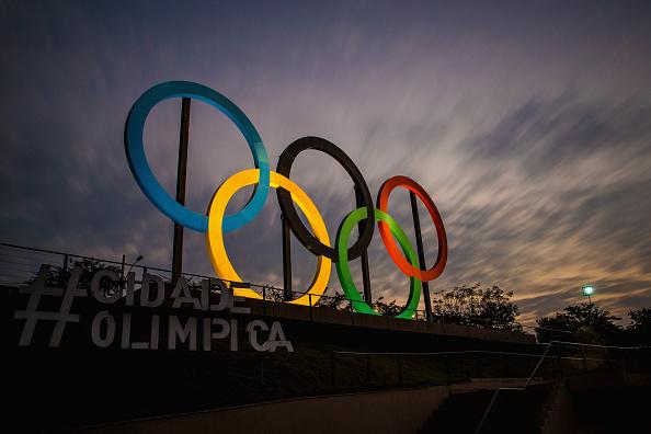 Instalação com os anéis olímpicos no Parque Madureira, no Rio de Janeiro (Buda Mendes/Getty Images)
