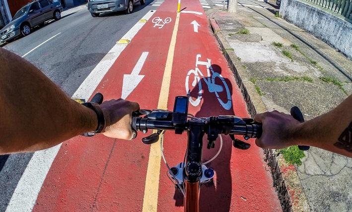 Bicicleta em ciclovia de São Paulo