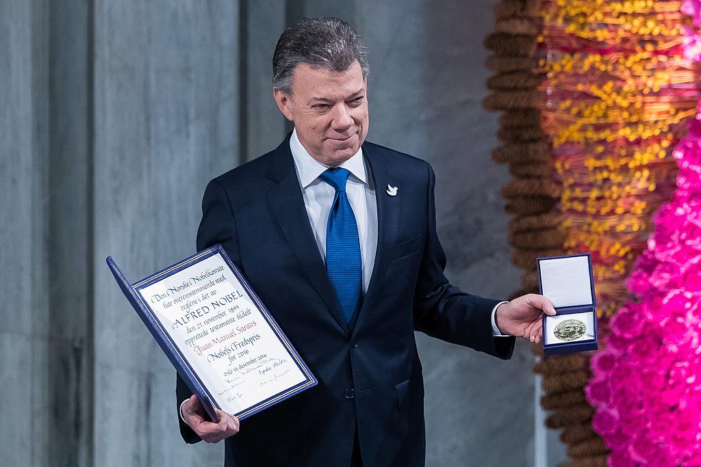 O presidente da Colômbia, Juan Manuel Santos, recebe o Prêmio Nobel da Paz, em Oslo, na Noruega, em 10 de dezembro (foto: Nigel Waldron/ Getty Images)