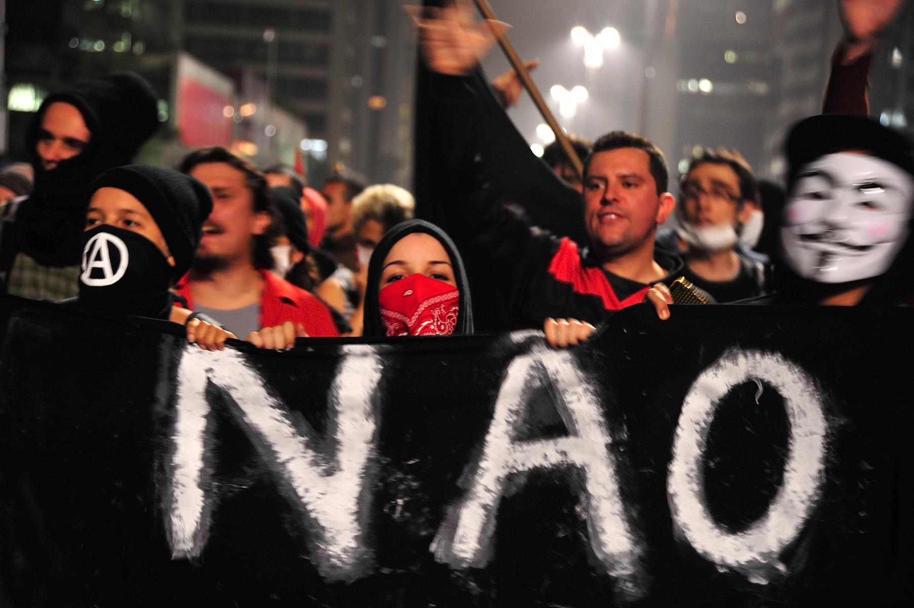 Manifestantes protestam na Avenida Paulista, em São Paulo, em junho de 2013