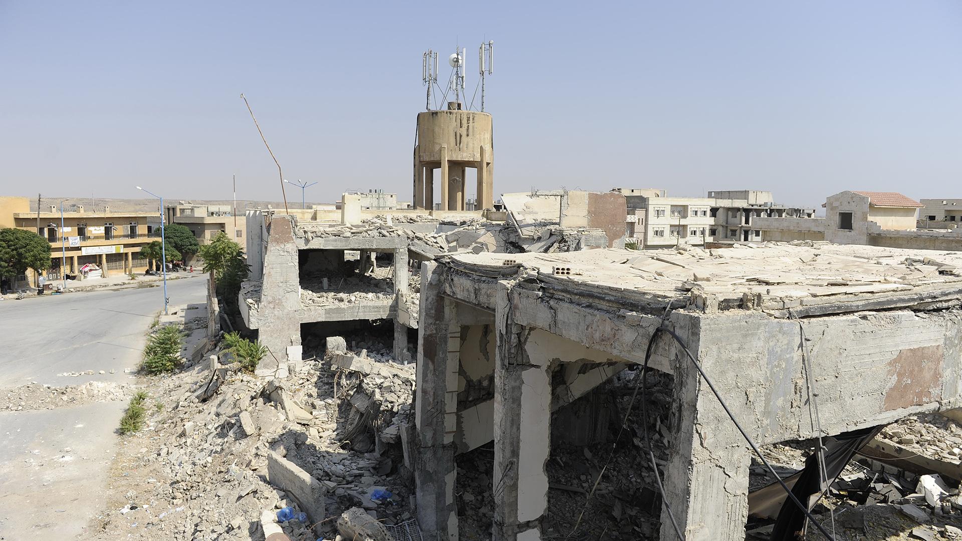 A cidade de Jarablus, na Síria, destruída após ataques do Estado Islâmico, em 2016