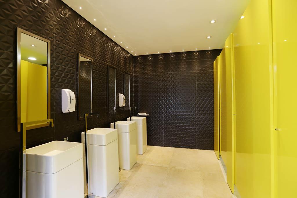 36-cris-komesu-banheiro-deca-gabriela-rocha-andrade