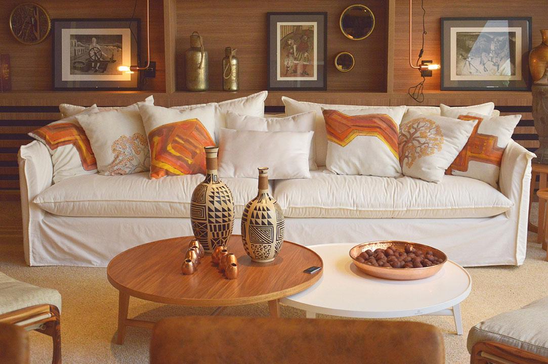 As-almofadas-do-sofá-da-Varanda-do-Cerrado-completam-o-descanso-aconchegante---Crédito-Yasmine-de-Paiva