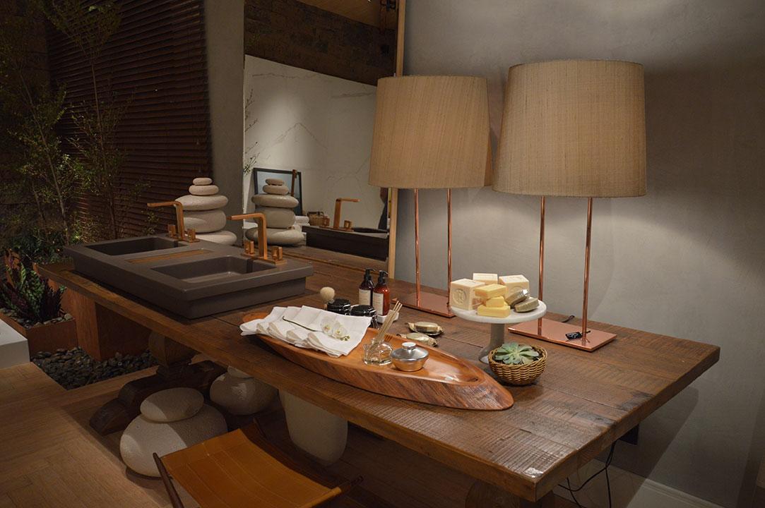 Foto-5---Para-quem-pensa-que-o-cobre-só-marca-presença-na-cozinha,-o-material-tem-espaço-garantido-na-Sala-de-Banho
